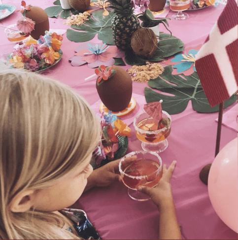 Sådan holder Stine og Selma Carlsen Hawaii Fest